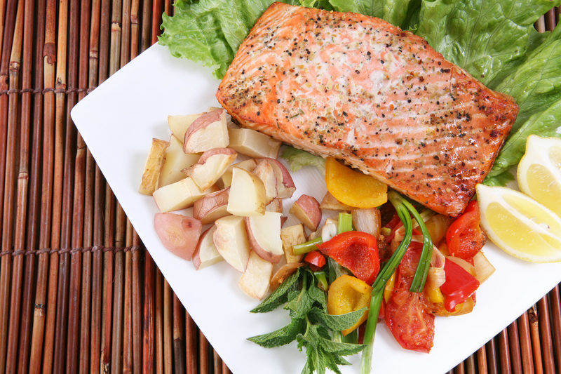 pescatarian meal of salmon - pescatarian diet benefits