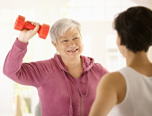 Woman using exercise to prevent sarcopenia