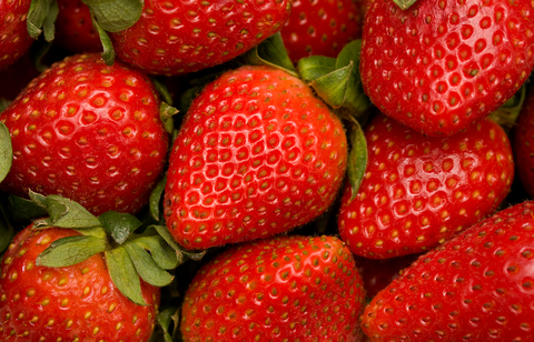 a bunch of strawberries that can help lower cholesterol naturally